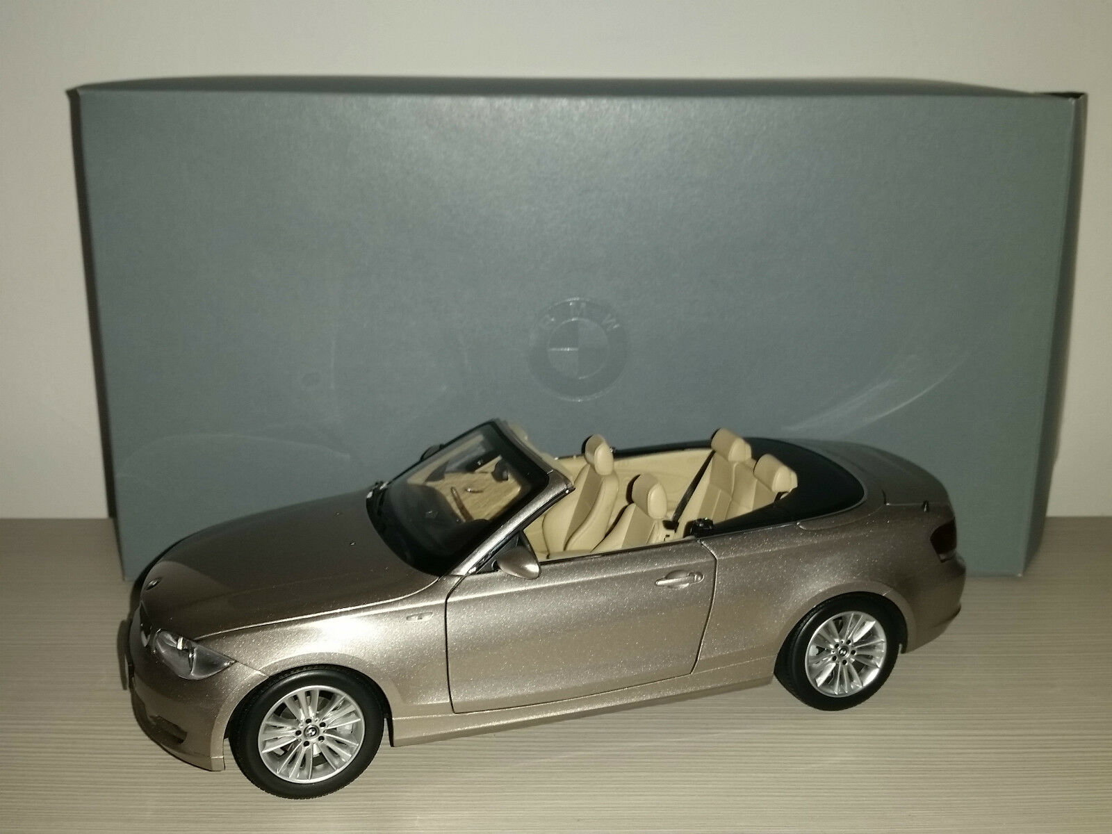 BMW 1 SERIE CONVERTIBLE KYOSHO SCALA 1:18
