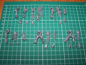 5-Chaos-Space-Marine-Havocs-Legs-and-Torsos-bits