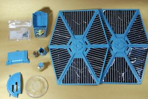 VINTAGE-STAR-WARS-BLUE-BATTLE-DAMAGED-TIE-FIGHTER-PART-KENNER-wing-battery-cover