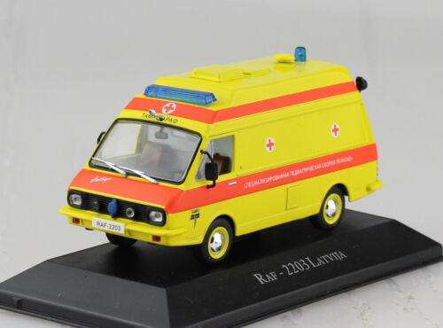 RAF 2203 Krankenwagen Ambulanz Rotes Kreuz 1:43 Atlas Modellauto 11