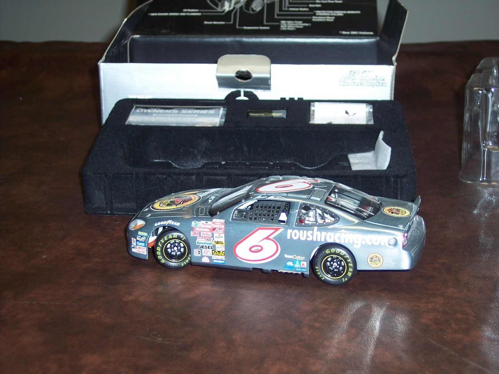 TEAM CALIBER- MARK MARTIN-  6 - JR's GARAGE- 2001 -1 24 SCALE- ZAMAC- NEW -(HTF)