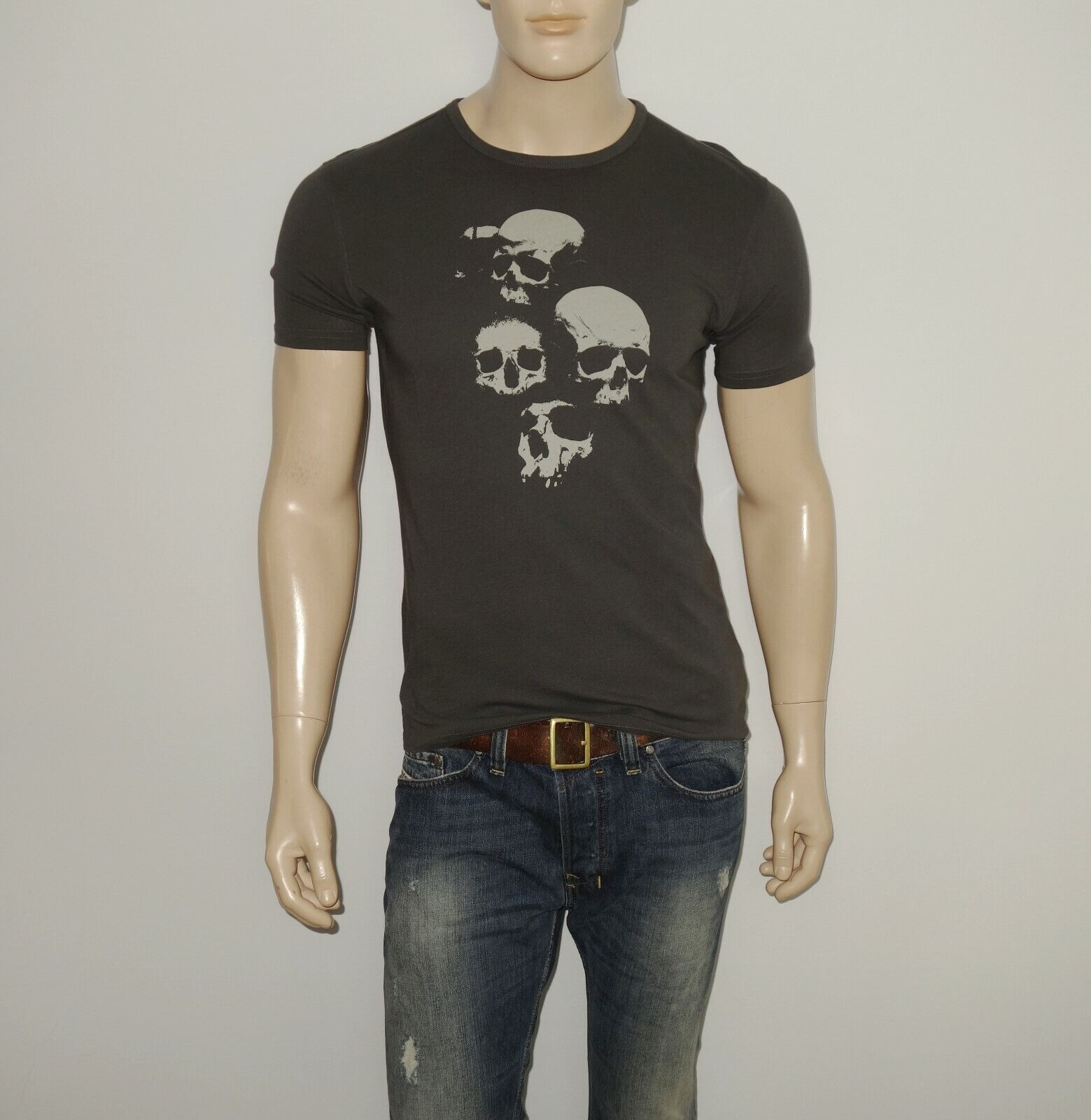 NEW John Varvatos Skulls Graphic Tee in Coal Size Small Short Sleeve