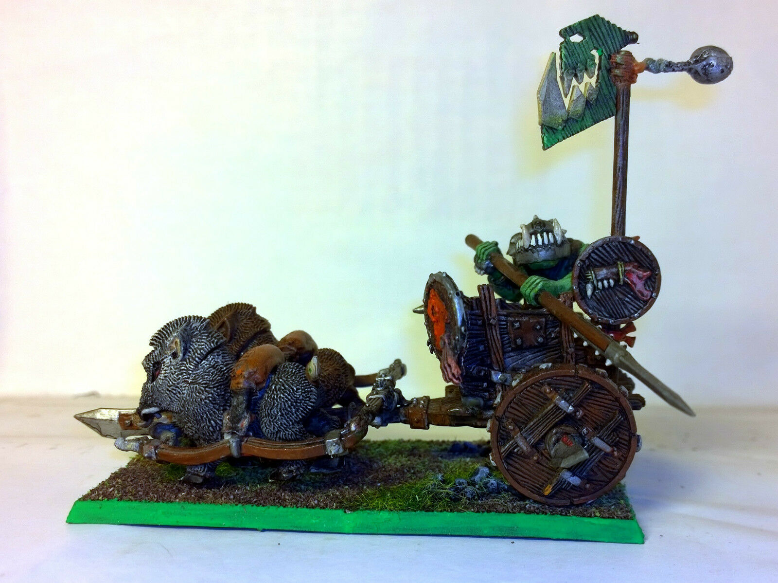 WARHAMMER ORCS AND GOBLINS  ORCS CHARIOT PRO PAINTED