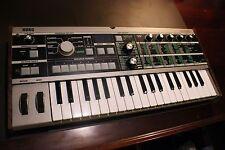 Korg Microkorg Keyboard Synthesizer. WORKS GREAT! (W/POWER CORD)