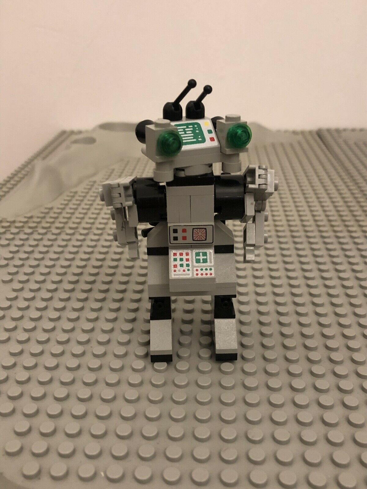 Classic Space Lego - Spy Bot - 1498 - Year 1987