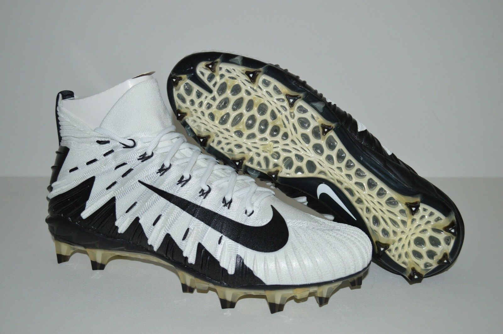 NIKE ALPHA MENACE ELITE FOOTBALL CLEATS MEN'S SIZE 10.5 WHITE BLACK 877141-100