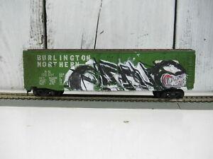 HO-Scale-Tyco-Box-Car-50-Ft-Weathered-Graffiti-Burlington-Northern-B-N-100-024