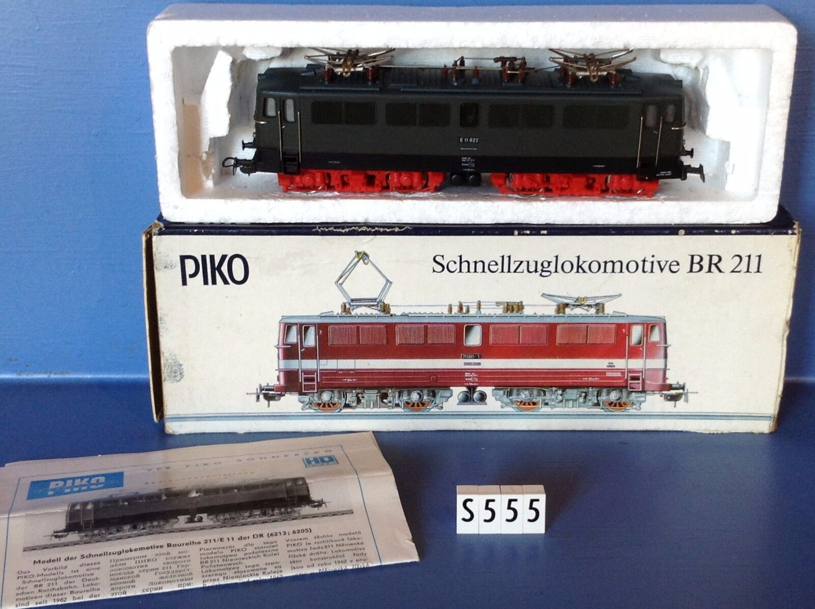 (S555) locomotive E11 022 BR 211 en boite Piko - Fleishmann Jouef, ech   Ho