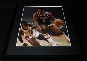 Oscar-Robertson-Framed-11x14-Photo-Display-Bucks-vs-Bullets