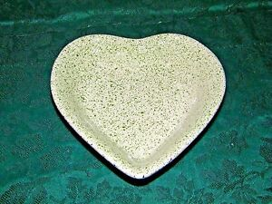 Stoneware-Apple-Heart-Shaped-Baking-Dish-Green-amp-Cream-inside-Blue-Speckle-Out