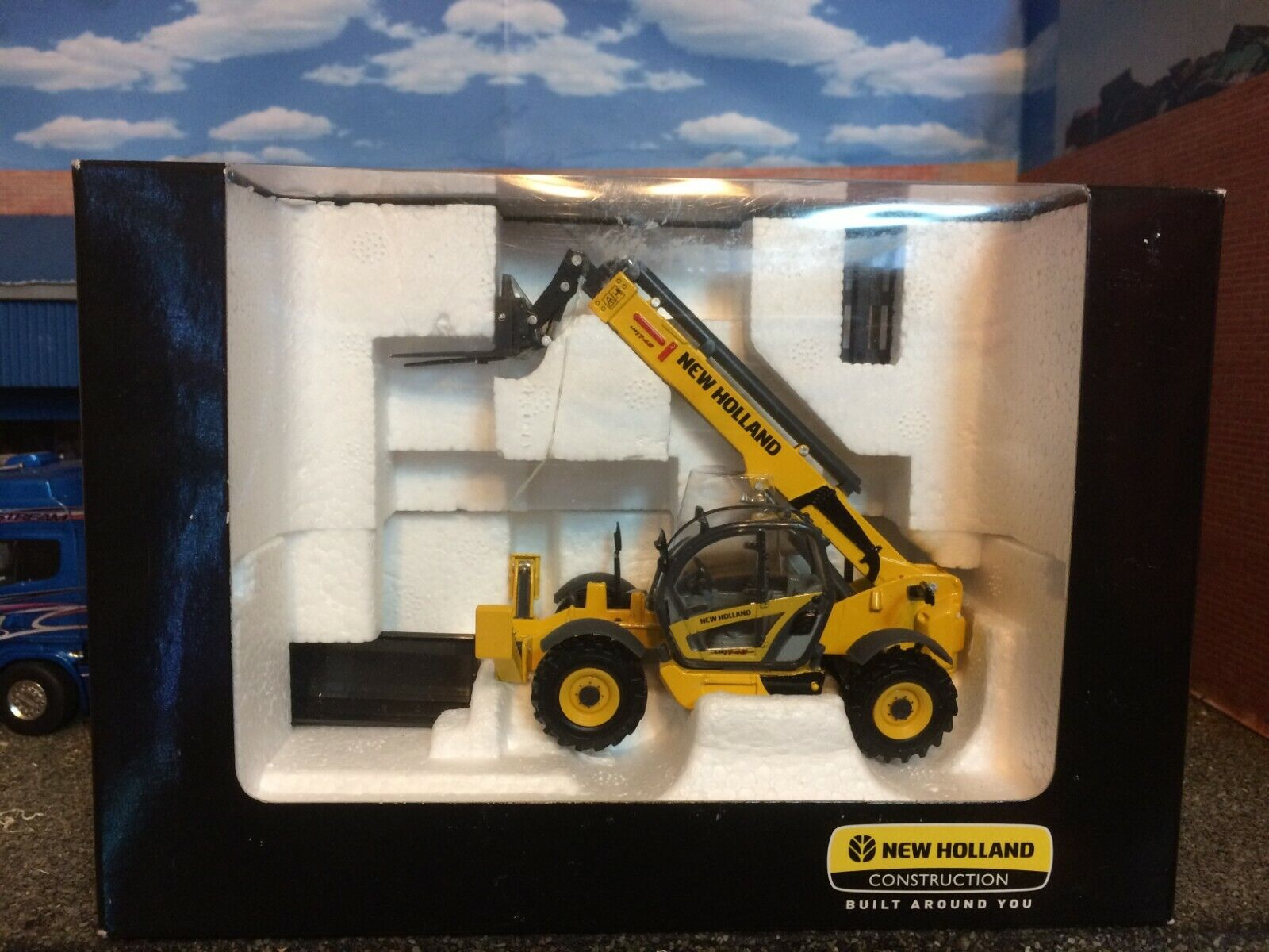 1 50 Scale ROS 00192 New Holland LM 1745 Turbo Telehandler  Brand New Heavy Haul