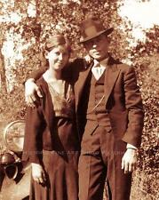 BONNIE AND CLYDE PHOTO CLYDE AND SISTER MARIE BARROW MEET AT HIDEOUT #20967