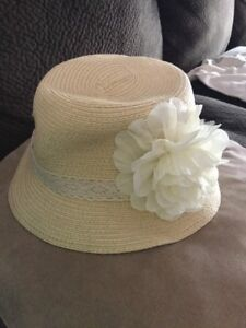 NWT David   Young Women s Fitted Straw Bucket Hat w flower Cream One ... d6183bdcc36