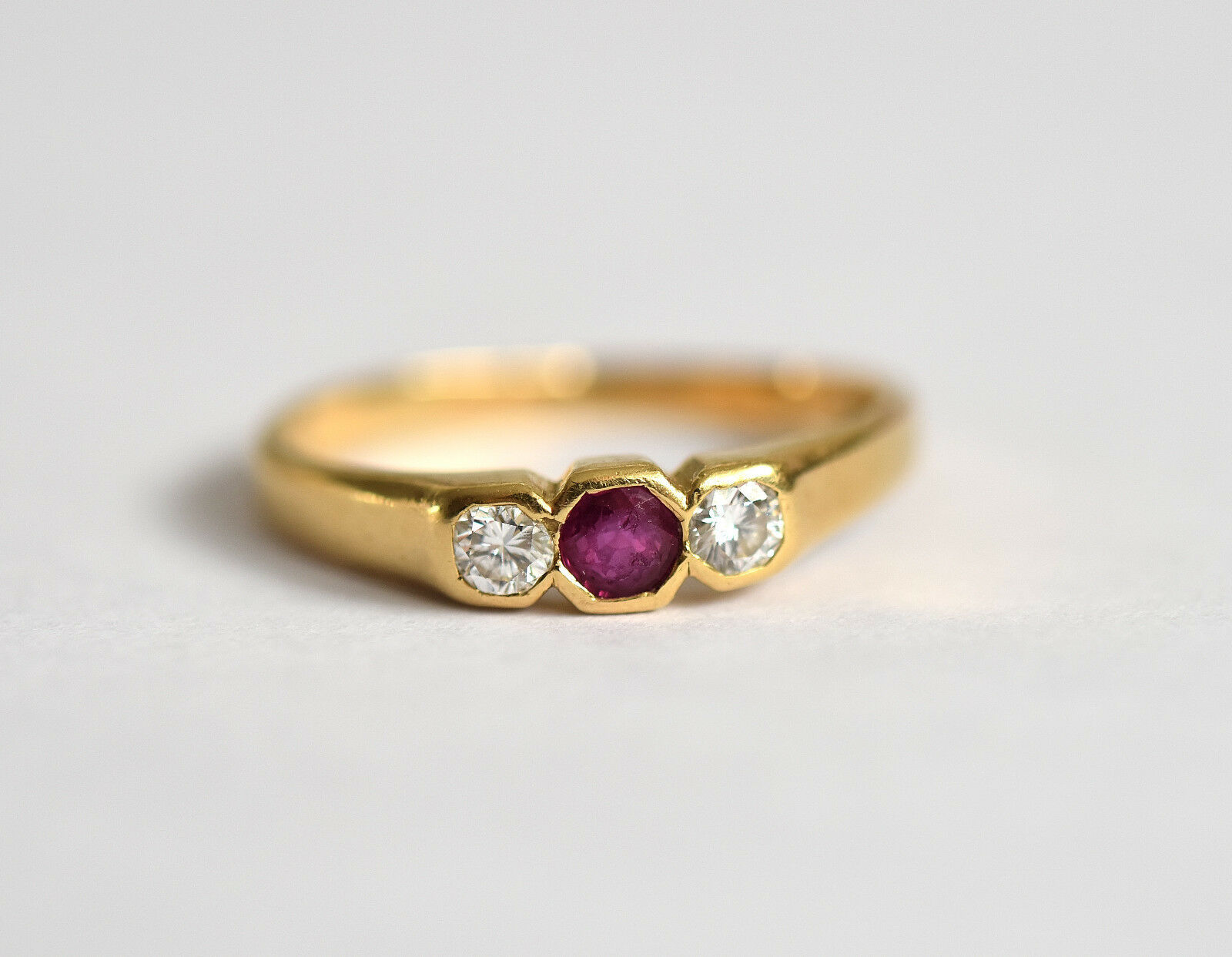 18ct gold 0.24carat diamond & 0.22carat ruby engagement ring  excellent quality