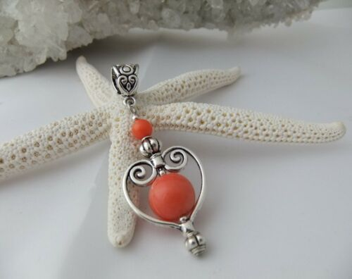 PENDENTIF COEUR  en Corail saumon orange naturel