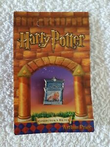 Harry Potter Hogwarts express  Pin Badge Arthur Price Now Rare And Retired