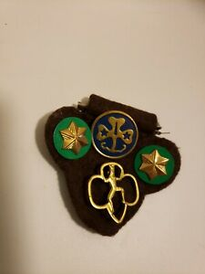 Girl-Scout-Pin-Lot-Assortment-4-Pins-Vintage-Brooch