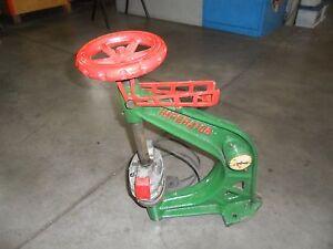 Vulcanizzatore-d-039-epoca-per-pneumatici