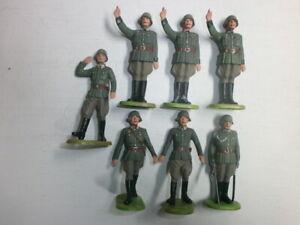Konvolut-7-alte-Elastolin-Kunststoff-Soldaten-Parade-Wehrmacht-zu-7-5cm