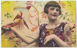 1927-FLAPPER-WOMAN-WITH-BIRD-HAND-COLORED-ART-DECO-PHOTO-POSTCARD-RPPC-FRANCE