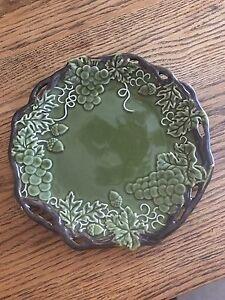 Green-Grape-Plate-with-Brown-Vine-border-9-1-2-034-EUC-Majolica-Look