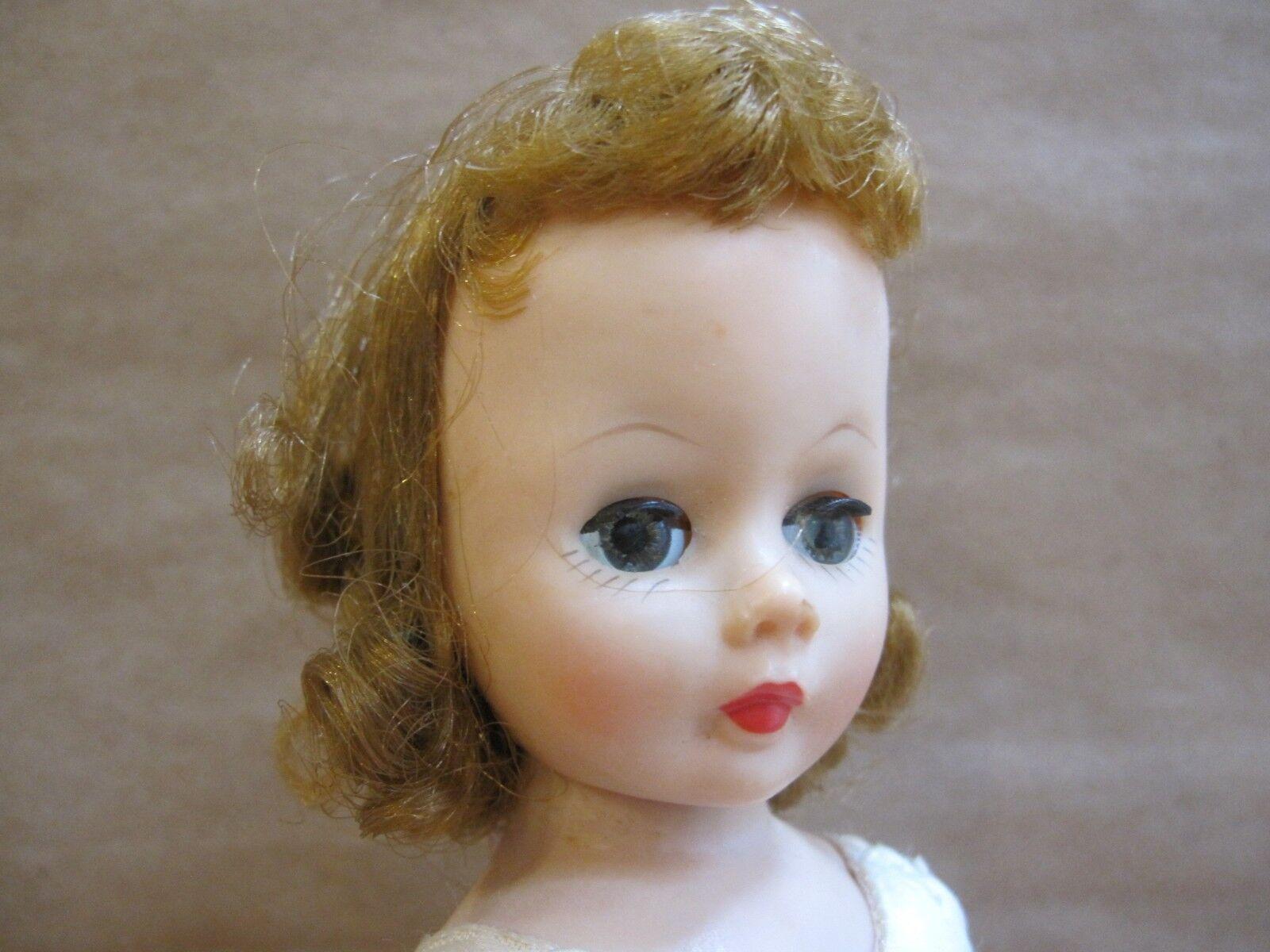 Vintage Madame Alexander 9  Cissette Doll EUC