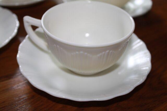 VINTAGE MACBETH EVANS CREMAX BORDETTE  CREAM/IVORY CUPS and SAUCERS,4 sets