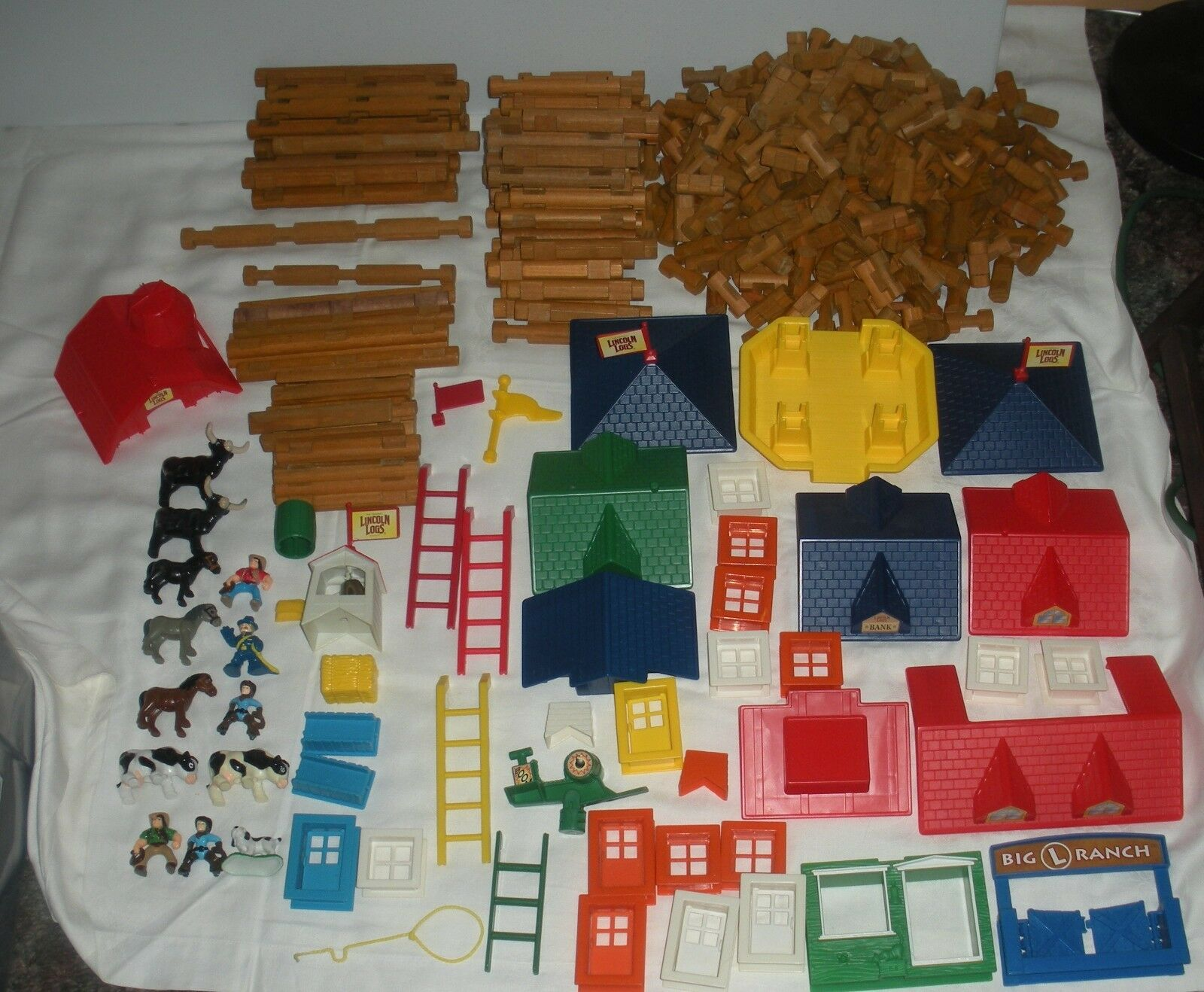 Lincoln Logs Logs Logs HUGE Lot 589 Pieces Roofs Windows People TONS of Different Pieces cf2c2f