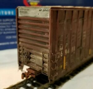 Athearn-Genesis-Union-Pacific-60-039-Weathered-boxcar-Railbox-type-box-car-HO