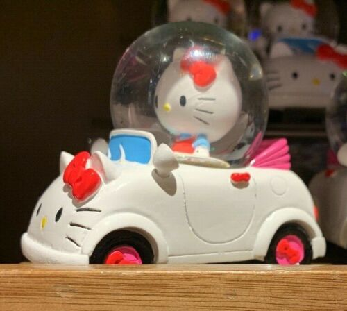 Universal Studios Hello Kitty in Car Sculpted Snowglobe New