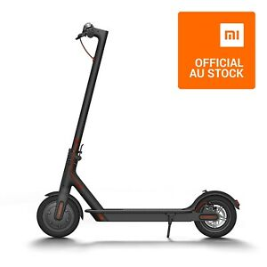 Xiaomi-Mi-Electric-Scooter-M365-2-spare-tyres-included