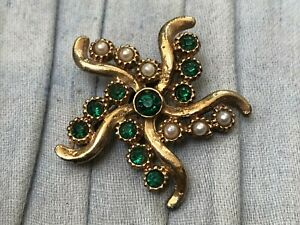 Vintage-Star-Brooch-Gold-Tone-Pin-Green-Rhinestone-Faux-Pearl-Costume-Jewellery