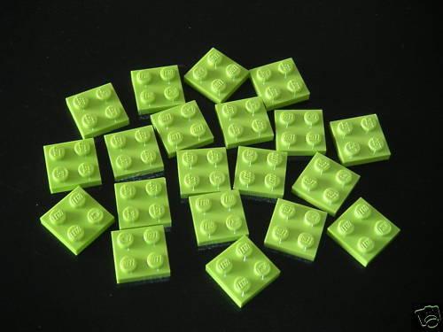 Lego 20 Plaques en vert citron 2x2 neuves REF 3022