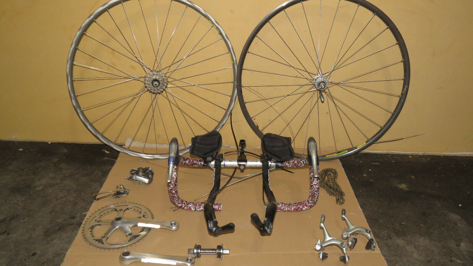 Shimano 600 Group Vintage w 700c Wheelset - 7 Speed - FC-6207 Crankset MAVIC 105