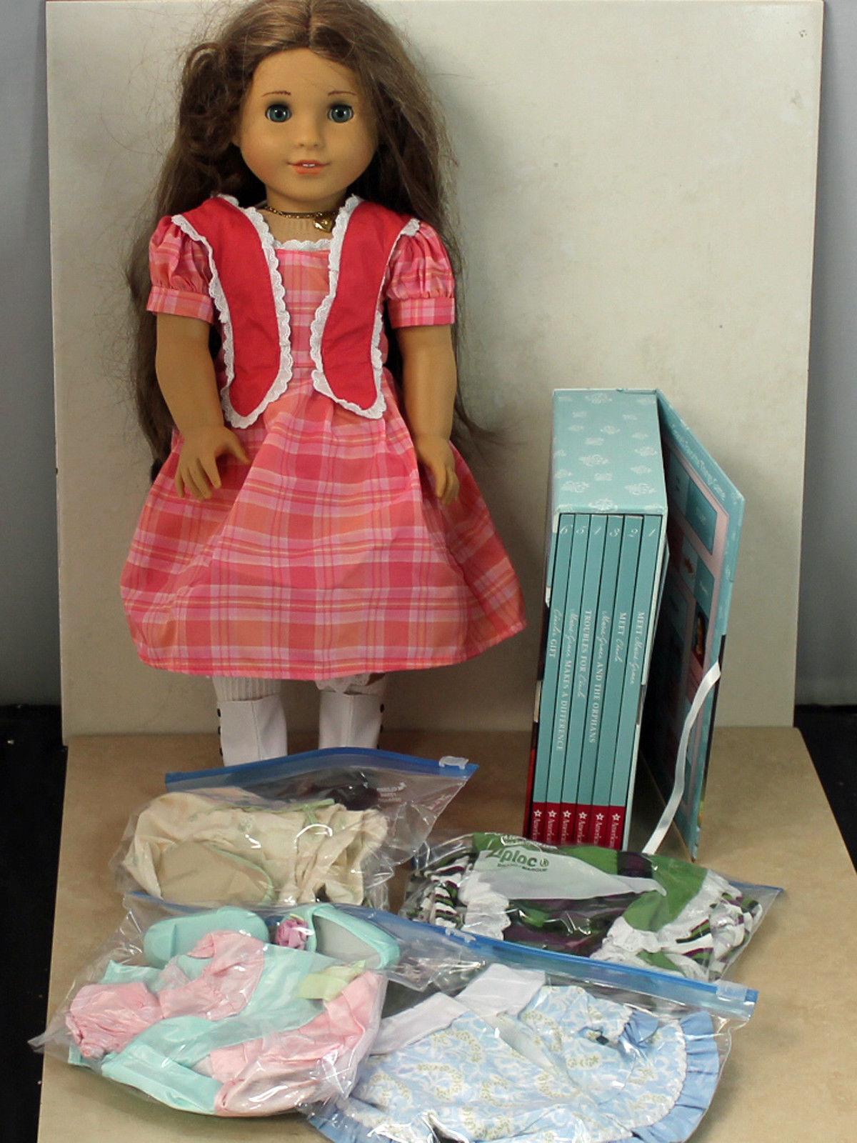 American Girl Doll, Marie-gracia con 5 Juego de ropa y libro, Sin Caja