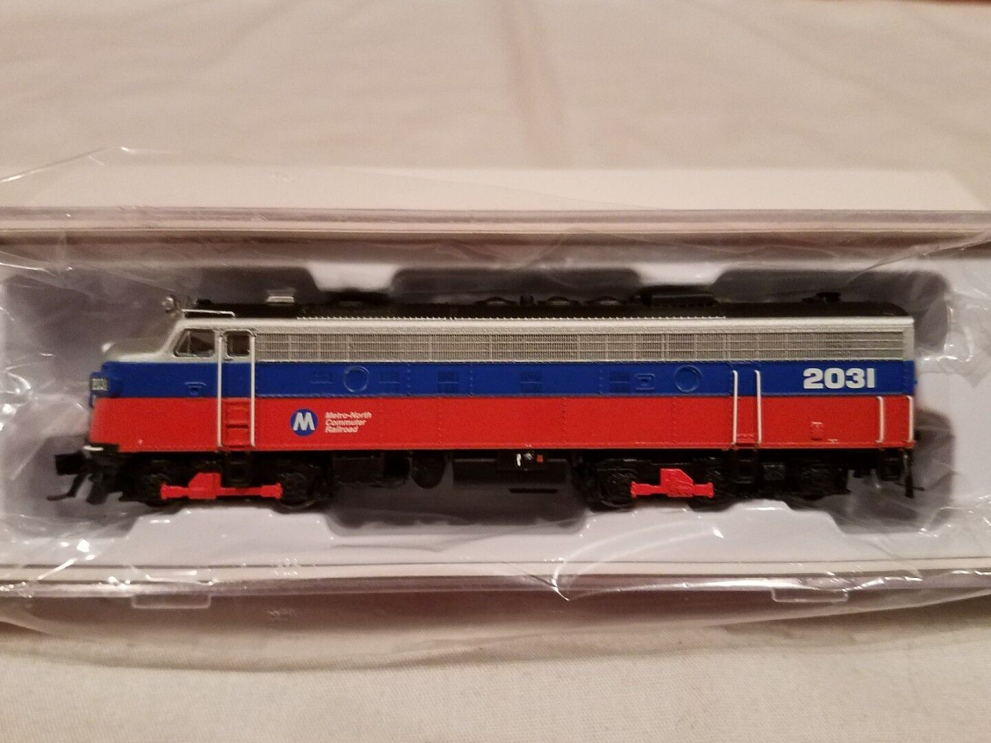 N SCALE RAPIDO TRAINS 15553 EMD FL9 METRO NORTH DCC SOUND EQUIPPED NEW