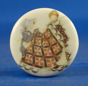 1-034-PORCELAIN-CHINA-BUTTON-FRIENDS-QUILTING