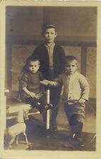 Kinder mit Spielzeug, Pferd auf Rädern, Hula-Hoop-Reifen, alte Privat-Foto-Ak