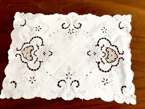Vintage-Hand-Embroidered-White-Linen-Silver-Taupe-NEEDLEWORK-Table-Centre-Cloth