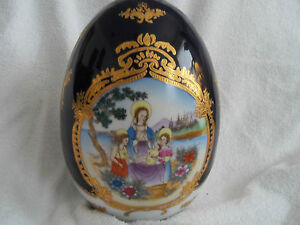 LARGE DECORATIVE FINE PORCELAIN EGG-MOTHER AND BABY JESUS ON BOTH SIDE