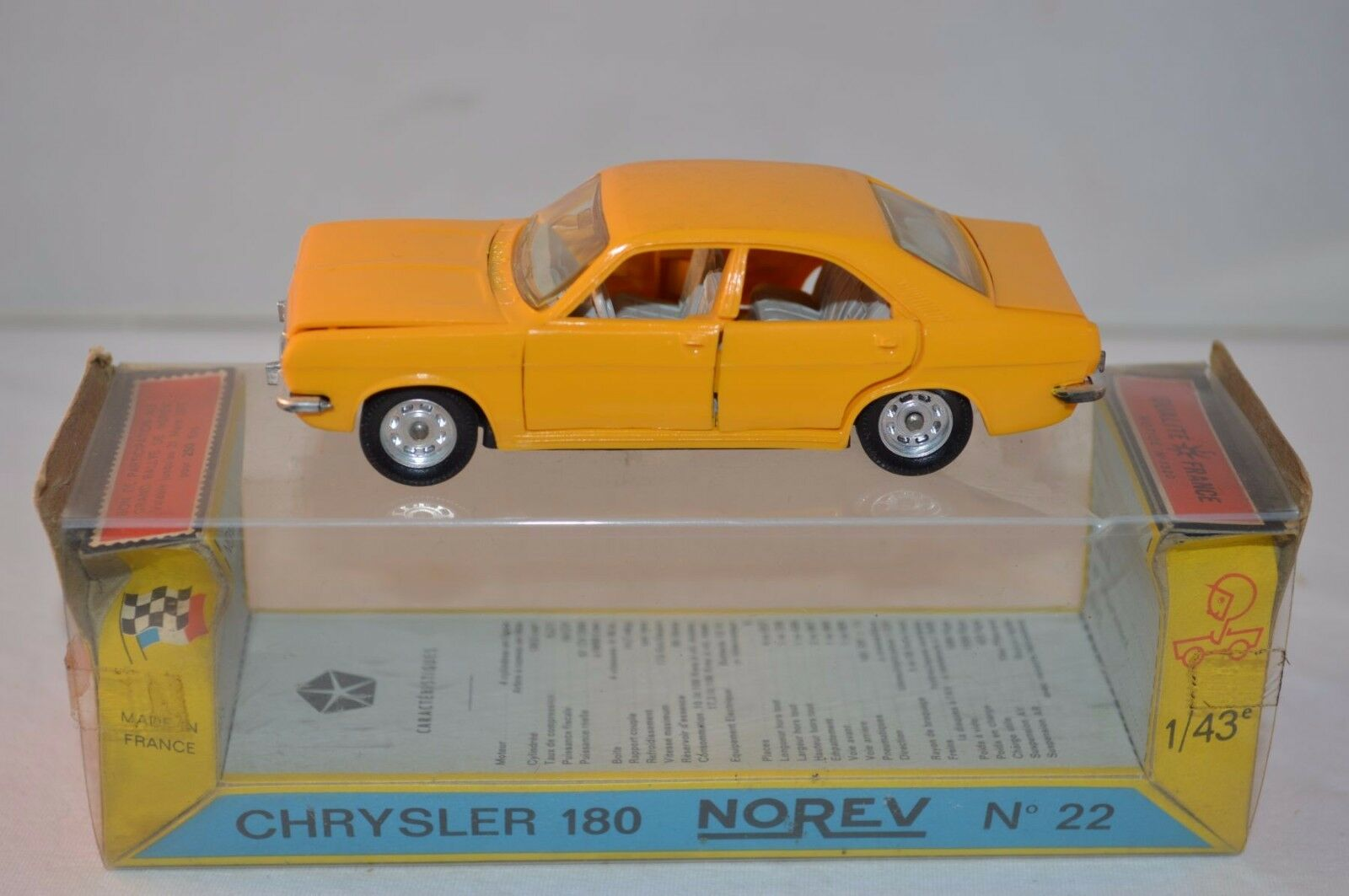 Norev 22 Chrysler 180 Plastique very very near mint in box RARE Selten