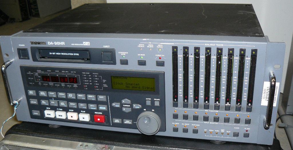 TASCAM DA-98 HR RECORDER HIGH RESOLUTION DTRS   8 channels