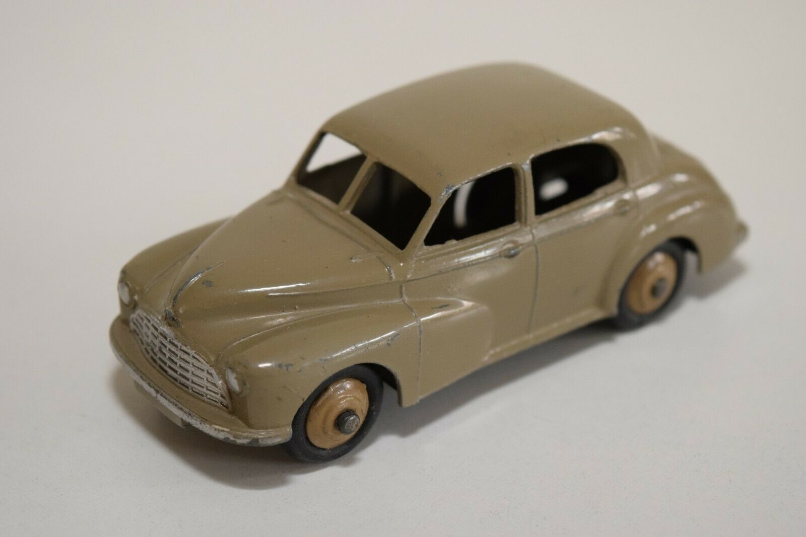 LL 1 43 DINKY TOYS 159 MORRIS OXFORD SALOON FAWN EXCELLENT CONDITION