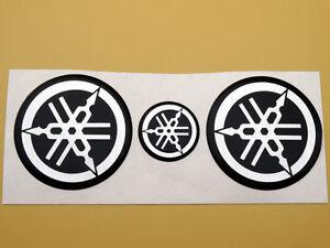 1 pair YAMAHA R1 R6 R7 XJR YZF Tank Emblem Badge Gel Decal Sticker 40MM GOLD