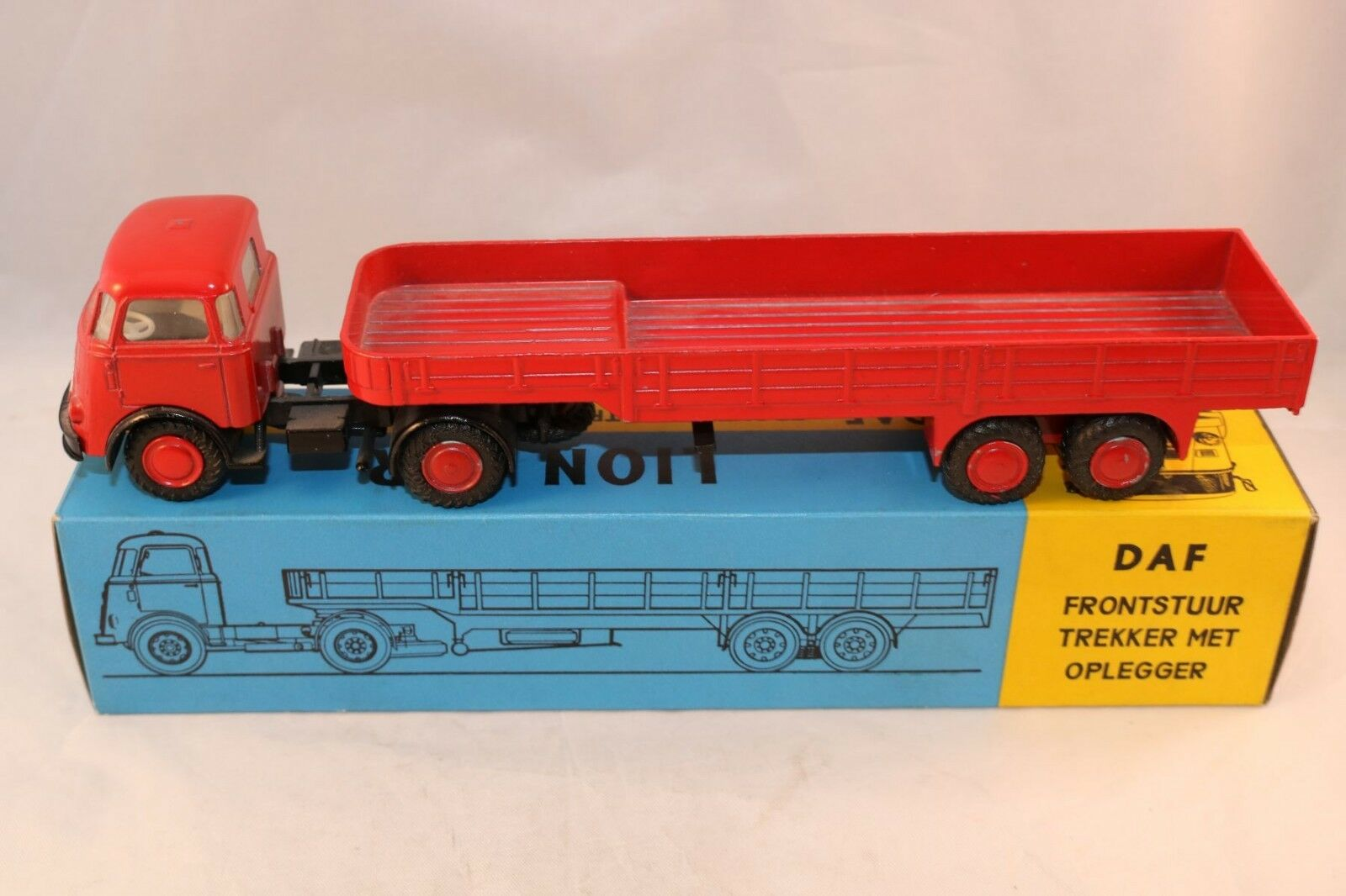 Lion Car 33-35 Daf Articulated lorry 99.9% mint in box amazing quality