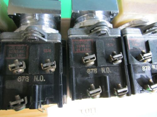 Cutler Hammer E30EA Square 2 Button Operator With 1 120V Indicating Light