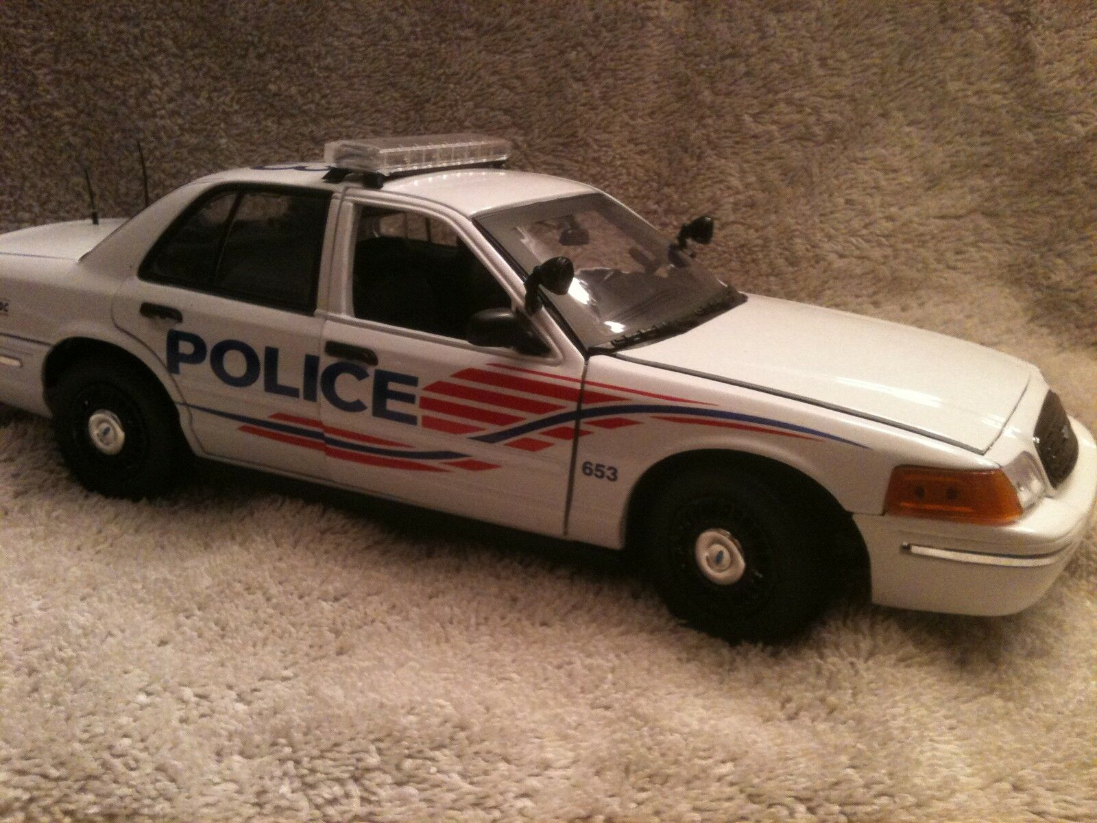 WASHINGTON DC METRO POLICE UT DIECAST MODEL  WITH WORKING LIGHTS AND SIREN