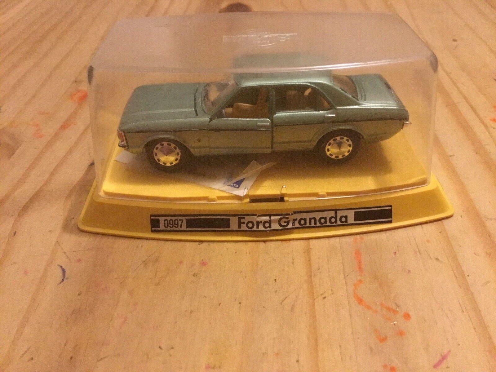 Gama MINI 0997-Ford Granada Gxl MK1 en metálico de Color verde claro En Caja