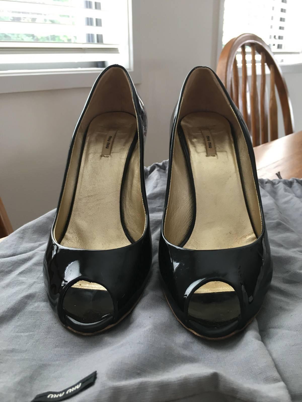 memorizzare Miu Miu nero leater leater leater Peeptoe Heels with oro heel. Dimensione 37  comprare sconti