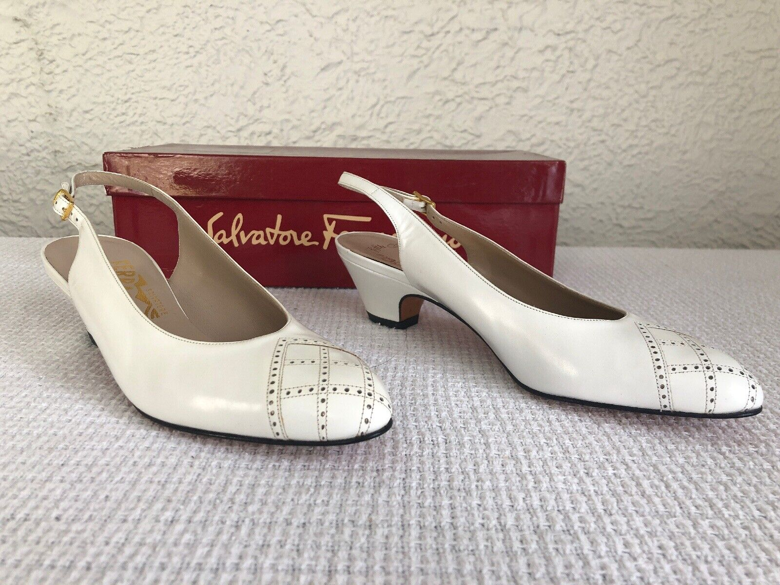 NEW Salvatore Ferragamo White Leather Slingbacks Heels 7 AA shoes